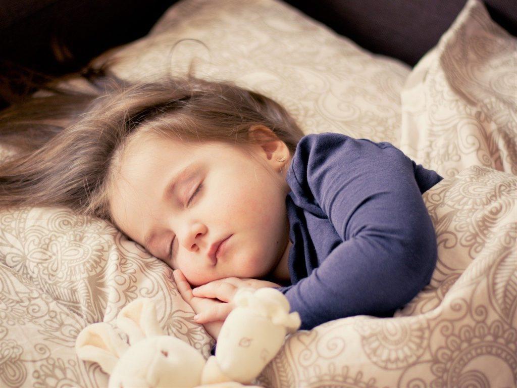 眠る赤ちゃん